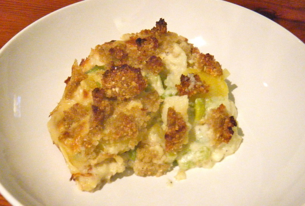 Blumenkohl-Kartoffel-Auflauf mit Grünkern-Knusper-Kruste