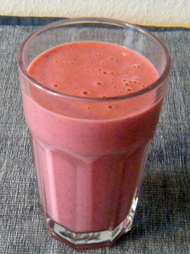 Cremiger Erdbeer-Sojaghurt-Smoothie
