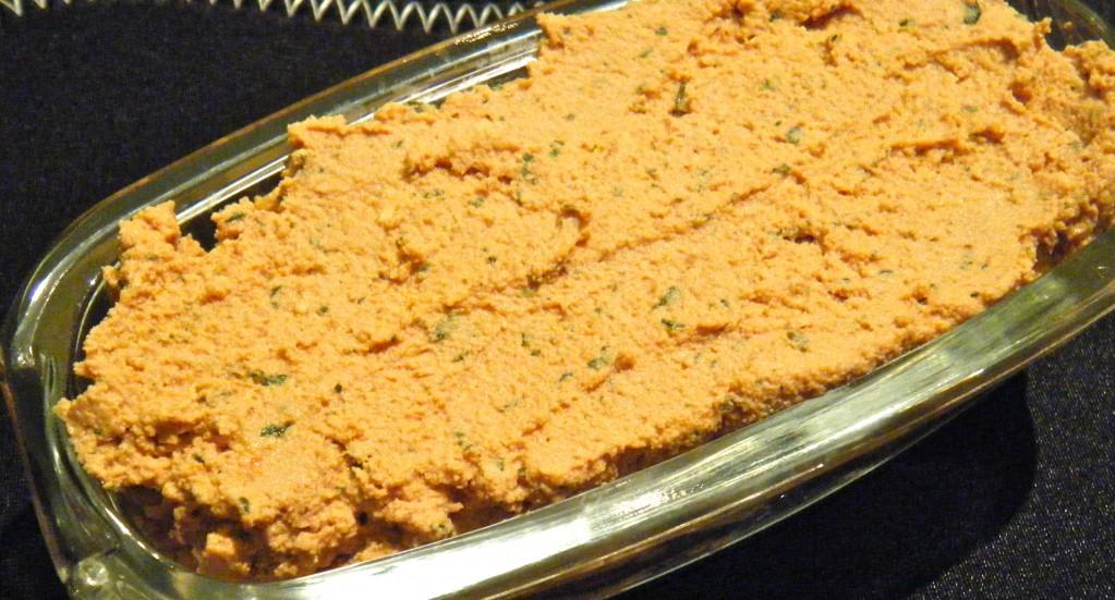Tomaten-Tofu-Aufstrich mit Cashews und Basilikum