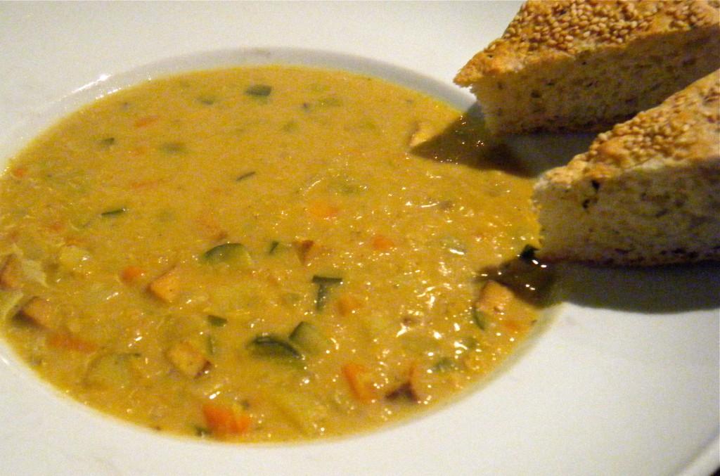 indische Linsensuppe mit Currypaste und Kokosmilch