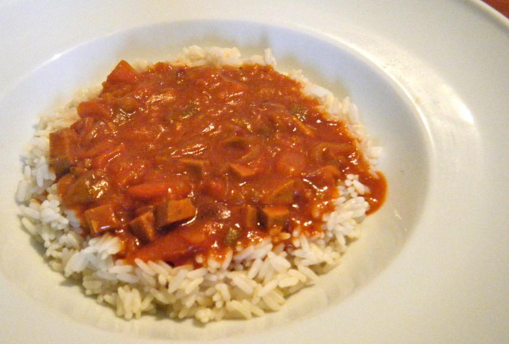 Paprika-Gulasch mit Räuchertofu