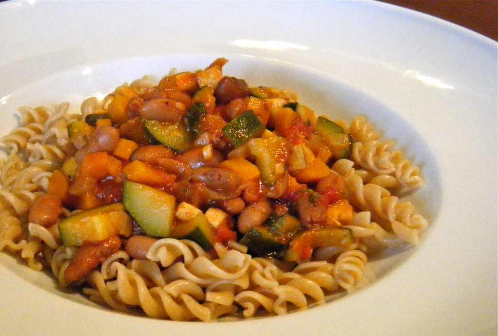 Tomaten-Gemüse-Sugo mit Eiweiß-Kick