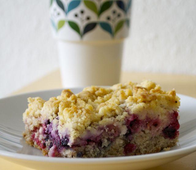 Sommerlicher Beeren-Mandel-Streusel-Kuchen