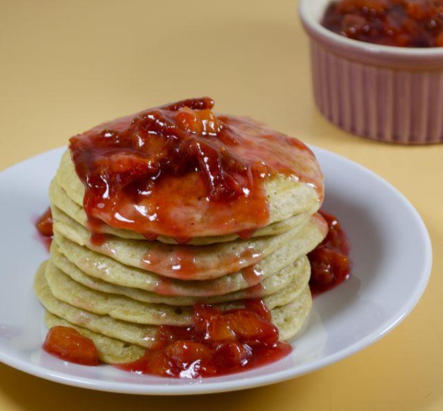 Pancakes mit Zwetschgen-Kompott