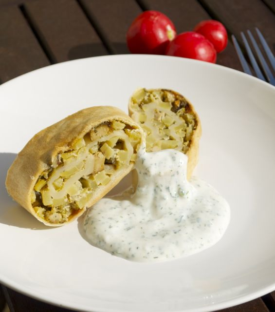 Kartoffel-Kräuter-Strudel mit Joghurt-Creme