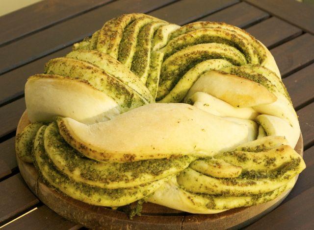 Gartenkräuter-Pesto-Kranz